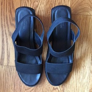 Urban outfitters strappy sandal w/ chunky heel